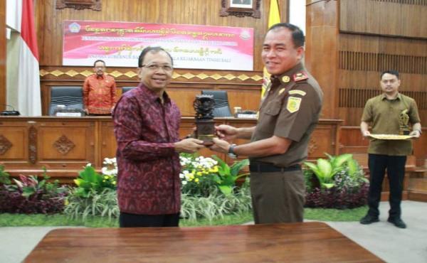 Momen Sosialisasi dan Penandatanganan Nota Kesepahaman dalam Sinergisitas Membangun Bali