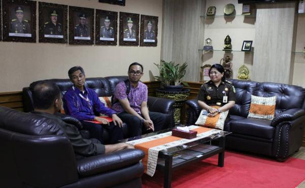 Tim dari KPK RI Untuk Menyerahkan Hibah Sebuah Rumah Kepada Kejaksaan Tinggi Bali