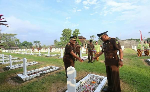 Ziarah di Taman Makam Pahlawan Pancaka Tirta Tabanan-Bali