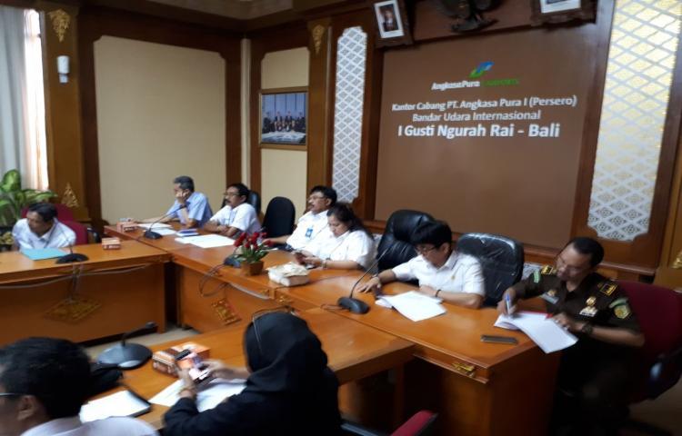 Tim TP4D Kejati Bali mengikuti kegiatan Aanwijzing Paket Pengadaan Design & Build Pekerjaan Konstruksi Apron Timur dan Pemindahan STP