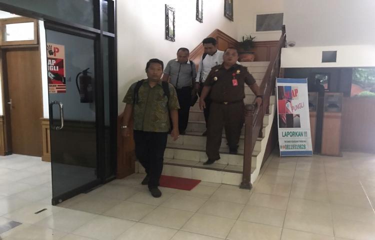 Penyidik Pidsus Kejati Bali Melakukan Penahanan Terhadap Tersangka Kasus Korupsi Pengadaan Kapal