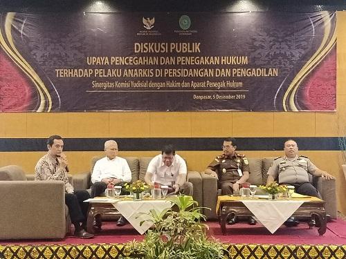 Acara Diskusi Publik Dalam Rangka Sinergitas Komisi Yudisial Dengan Hakim dan Aparatur Penegak Hukum