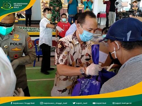 Pemberian Bantuan Kepada warga Desa Bondalem, Tejakula, Buleleng