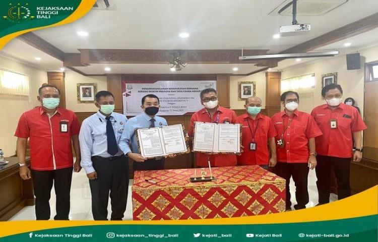 Penandatanganan Nota Kesepahaman bidang Perdata dan Tata Usaha Negara antara PT. Telkom Indonesia (Persero) Tbk. Divisi Telkom Regional V